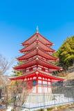 La pagoda rossa, Chureito, è punto di riferimento vicino alla montagna di Fuji in Kawaguch immagini stock