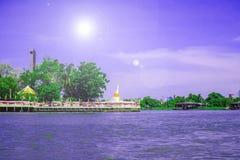La pagoda ? vicino al fiume immagini stock libere da diritti