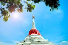 La pagoda ? vicino al fiume fotografia stock