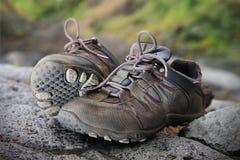 la paire chausse le trekking Photo stock