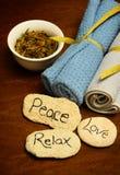 La paix, amour et détendent des mots et des produits de station thermale Images libres de droits