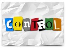 La palabra de control cortada pone letras a la nota de rescate para sumar la dominación Fotos de archivo