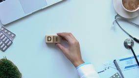La palabra de la dieta en los cubos de madera hechos por los doctores da, balanza en nutrición, forma de vida metrajes