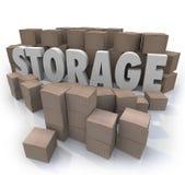 La palabra del almacenamiento llena el armario del sótano de las cajas de cartón Imagenes de archivo