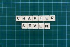 La palabra del capítulo siete hizo de palabra cuadrada de la letra en fondo cuadrado verde de la estera imagen de archivo libre de regalías
