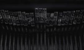 La palabra escrita SÍ en letras del metal de una máquina vieja de la escritura Imagen de archivo