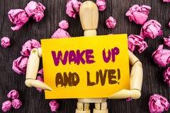 La palabra, escritura, texto despierta y vive Sueño de motivación Live Life Challenge del éxito de la foto conceptual escrito en  Imágenes de archivo libres de regalías