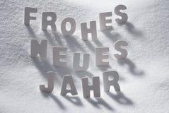 La palabra Neues Jahr de la Navidad blanca significa Año Nuevo en nieve Foto de archivo libre de regalías