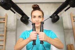 La palestra, esercita i muscoli della parte posteriore Immagini Stock