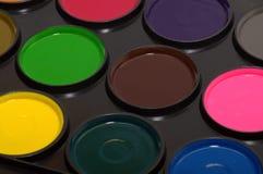 La paleta de la pintura de la acuarela de los niños imágenes de archivo libres de regalías