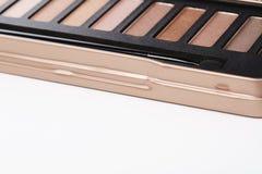 La paleta de sombras de ojos rosadas con compone el cepillo Imágenes de archivo libres de regalías