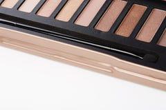 La paleta de sombras de ojos rosadas con compone el cepillo Foto de archivo libre de regalías