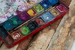 La paleta del artesano de Characterful en la madera Imagen de archivo libre de regalías