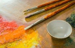 La paleta del artista, cepillos Imagen de archivo