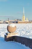 La palla del granito e la fortezza di Paul e di St Peter Fotografie Stock