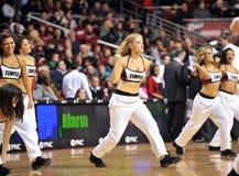 La pallacanestro 2013 degli uomini del NCAA - ragazza pon pon o ballerino Immagine Stock