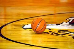 La pallacanestro A ancora ha sparato fotografie stock libere da diritti