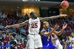 2015 la pallacanestro degli uomini del NCAA - Delaware al tempio Fotografie Stock Libere da Diritti