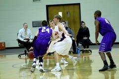 La pallacanestro degli uomini di divisione III del NCAA dell'istituto universitario Fotografie Stock