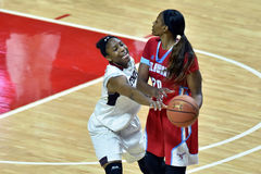 2015 la pallacanestro delle donne del NCAA - tempio contro lo stato del Delaware Fotografie Stock Libere da Diritti