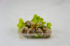 La palma da sago cotta a vapore riempita di carne di maiale tritata, anf del fagiolo ha infornato l'aglio Fotografia Stock