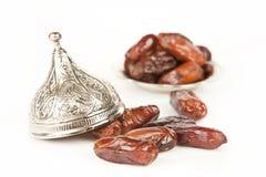 La palma datilera secada da fruto o kurma, comida (ramazan) del Ramadán imagenes de archivo
