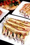 Pancia di porco cruda servita sul piatto Immagini Stock