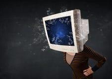 La pantalla de monitor de computadora que estalla en las personas jovenes dirige Foto de archivo libre de regalías
