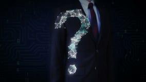 La pantalla táctil del hombre de negocios, líneas de Digitaces crea la forma del signo de interrogación, concepto digital