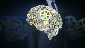 La pantalla táctil del hombre de negocios, los engranajes de oro de acero que hacen el cerebro humano forma inteligencia artifici ilustración del vector