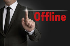 La pantalla táctil off-line es actuada por el hombre de negocios Imagen de archivo libre de regalías
