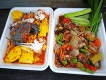 la papaia e la valerianella piccanti con il granchio nero Tailandia hanno chiamato il granchio dell'agricoltore ed il gamberetto  fotografia stock libera da diritti