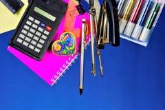 La papeterie est populaire pour l'école et le bureau Consommables utilisés pour la correspondance et le traitement des documents  photographie stock