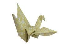La papiroflexia amarilla del pájaro de la papiroflexia Crane en el fondo blanco Ahorrado con la trayectoria de recortes Foto de archivo