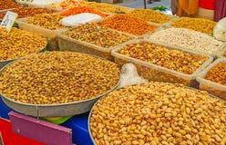 La parada de la nuez en el mercado de Antalya Fotografía de archivo libre de regalías