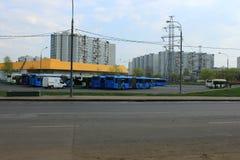 La parada final de los autobuses de la ciudad foto de archivo libre de regalías