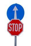 La parada obligatoria de la señal de tráfico y va derecho Fotografía de archivo