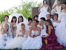 La parata delle fidanzate è a Kharkov (Ucraina) fotografia stock libera da diritti