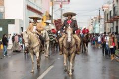 La parata di rivoluzione messicana del 20 novembre immagini stock