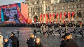 La parata militare dedicata alla parata hisorical ha tenuto nel 1941 immagine stock