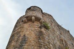 La pared de la fortaleza Visión inferior Fortaleza vieja Budva, arquitectura de la ciudad de Montenegro fotos de archivo libres de regalías