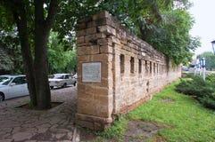 La pared de la fortaleza es un monumento a la fundación de Stavropol fotografía de archivo