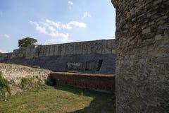 La pared de la fortaleza y la fosa de la fortaleza de Belgrado, Serbia Imágenes de archivo libres de regalías