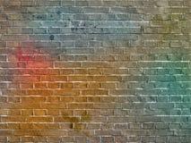 La pared de ladrillo de la pintada imagenes de archivo