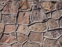 La pared de las piedras grandes y ásperas Imagenes de archivo