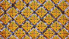 La pared de los adornos del templo Tailandia Fotografía de archivo libre de regalías