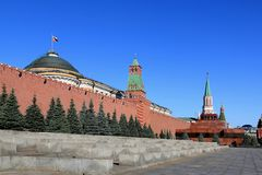 La pared de la Moscú el Kremlin y el mausoleo de Vladimir Lenin en Plaza Roja fotografía de archivo