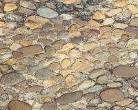 La pared de piedra de Brown adorna el fondo de la textura Imagen de archivo libre de regalías