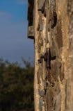La pared de piedra posterior de la descarga de la munición en Bathurst Fotos de archivo