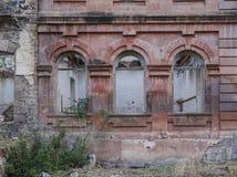 La pared de la vieja construcción derrumbada Foto de archivo libre de regalías
